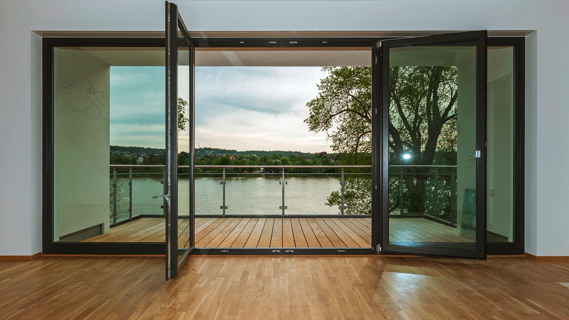 Holzrahmen Fenster und Balkontür, Holz Parkett